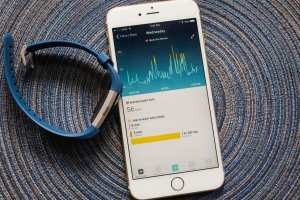 Heart rate tracking, one of new features of Fibit Charge 2